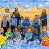 Wkręć się w autyzm, niebieskie zdjęcie przedszkolaków